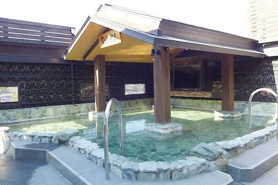 富士山を眺めながら浸かれる天然温泉